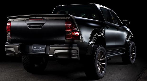 Wald Toyota Hilux Black Bison Edition