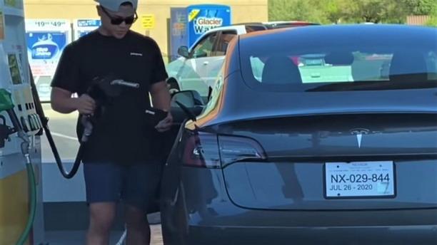 Tesla na pumpi
