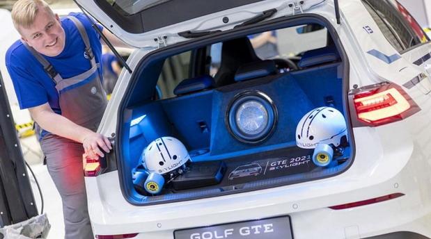 Volkswagen Golf GTE Skylight