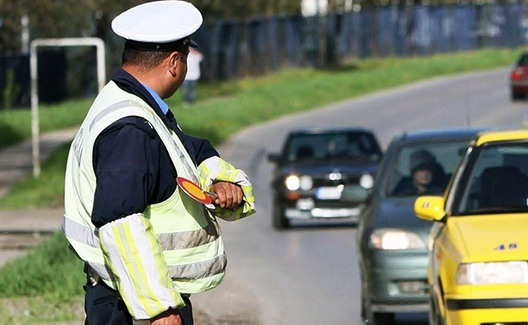 64719-policajac%20saobracaj.jpg