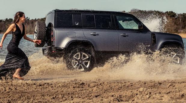 Land Rover Defender Valiance