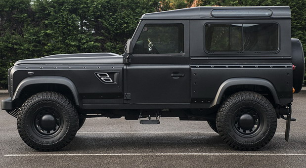 Land Rover Defender Flying Huntsman 105 Long Nose