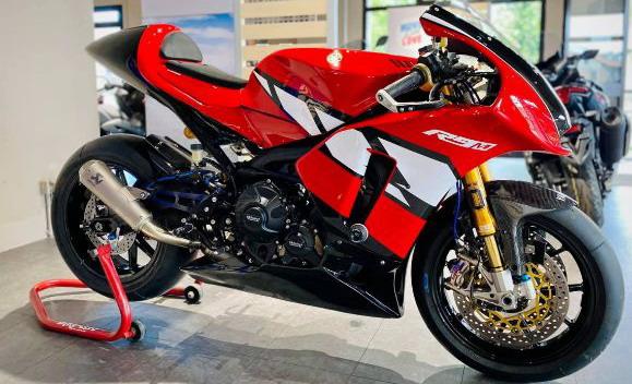Yamaha R9