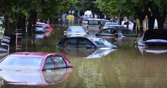 automobili-poplavljeni.jpg