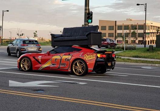Corvette C7 za prevoz kauča