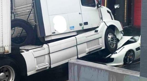 Kamion uništio Ferrari