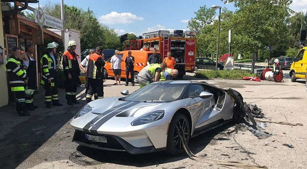 Ford GT fire
