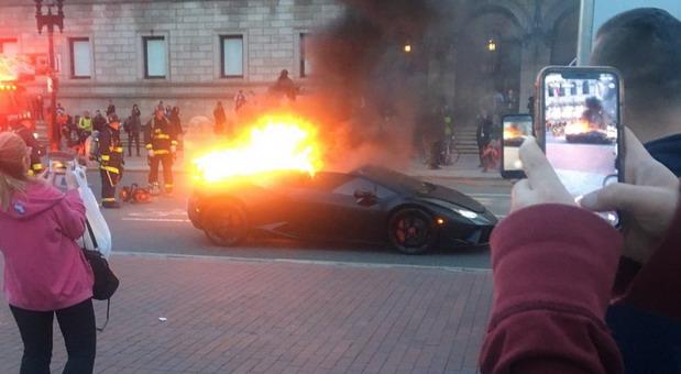Lamborghini Huracan Performante u plamenu