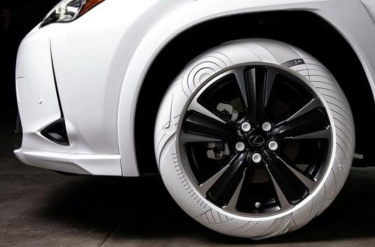 Lexus UX sa gumama inspirisanim Nike patikama