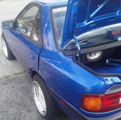 Skraćena Mazda 323