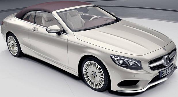 """Još jedan Mercedesov novitet na 88. sajmu automobila u Ženevi je i Exclusive Edition verzija S klase Coupe i Cabrio. Iako su ovi modeli ionako dovoljno luksuzni i elegantni, u Mercedesu su odlučili da njihovu ponudu podignu na još viši nivo. Ukratko, deo standardnog paket aove između ostalog čine i LED prednje svetla sa Swarovski kristalima, ekskluzivna OLED zadnja svetla, Burmester surround sound sistem, Nappa koža, braon drvo, """"Exclusive Edition"""" oznake... Takođe, na raspolaganju su dve ekskluzivn eboje za eksterijer (Rubellite Red i Aragonite Silver), alu točkovi od 19 ili 20 inča (u Himalaya Grey/Thulium Silver  ili Aragonite Silver boji), kao i krov u Beige ili Dark Red boji. Ivan Mitić – Autoblog.rs"""
