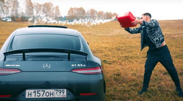 Zapaljeni Mercedes