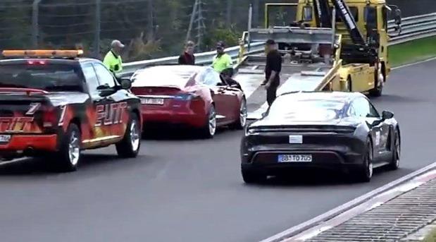 Tesla Model S i Porsche Taycan