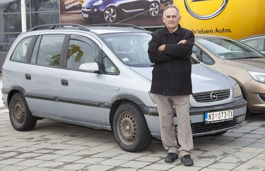 Mirko Vujinovic i milionska Opel Zafira.jpg, 76 KB