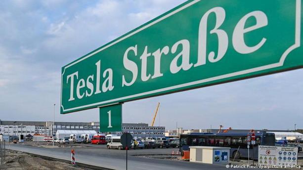 Tesla Strase