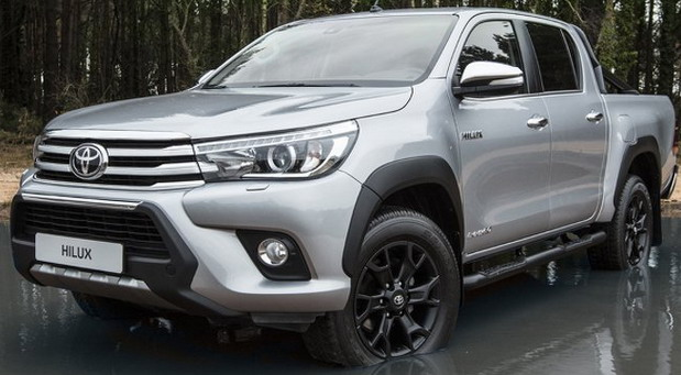 Toyota Hilux Invicible 50 Black Edition