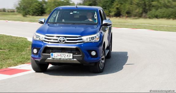 Novi-Toyota-Hilux-na-probi-portala-Auto-magazin