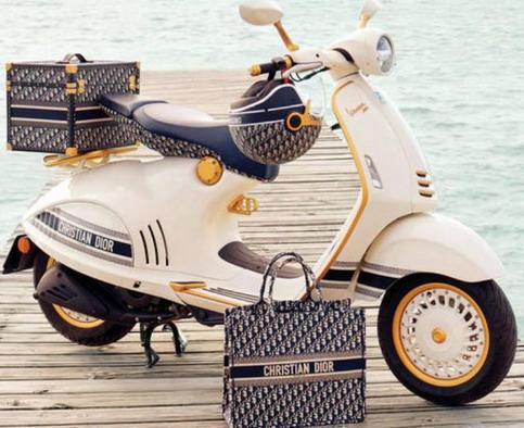 Vespa 946 Christian Dior