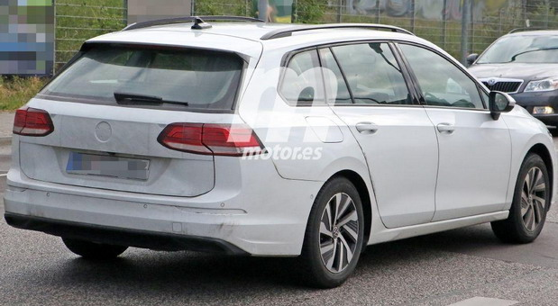 Snimljen Volkswagen Golf 8 Variant